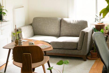 Vue de l'intérieur d'un appartement Airbnb